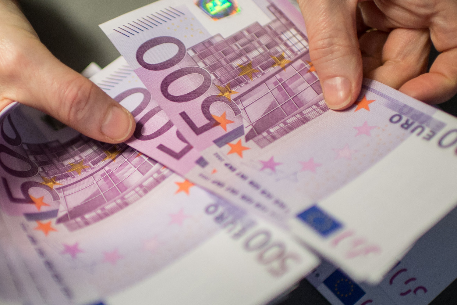 Euro reaches three-month high as dollar sags on Fed easing prospects