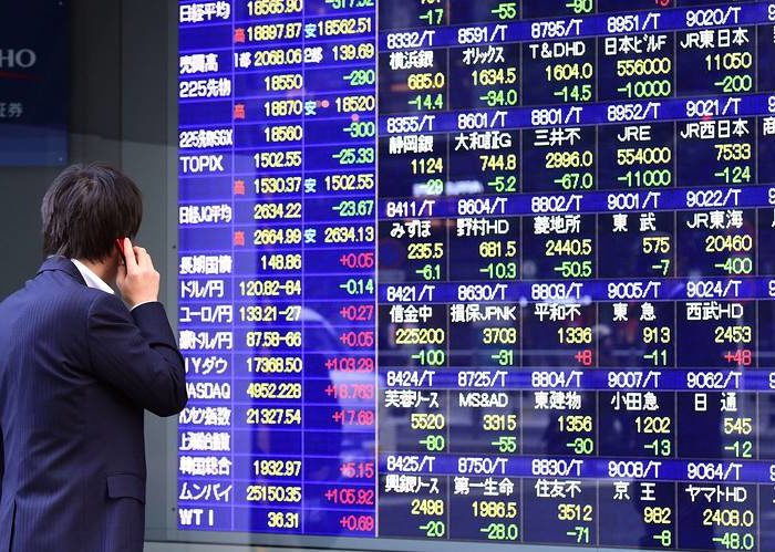 Asian stocks advance after U.S. government reopens for now