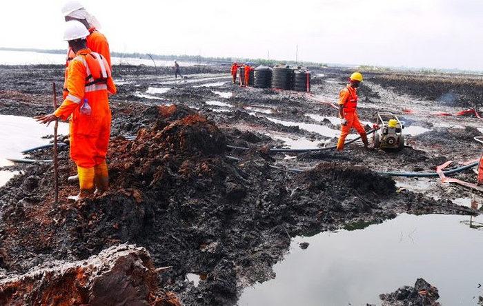 Oil set for biggest quarterly rise since 2009 amid OPEC cuts, U.S. sanctions