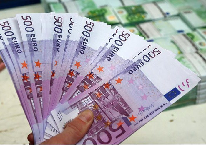 Euro pops above $1.12 as growth data supports
